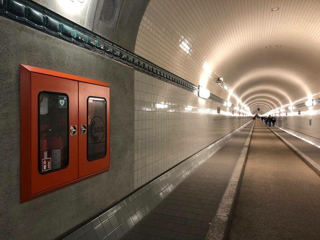 Defibrillatoren in the St. Pauli Elbtunnel