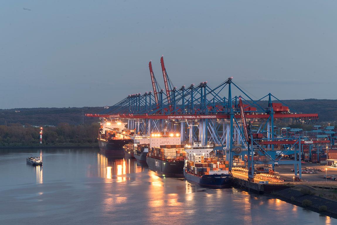 [Translate to English:] Hamburg Hafen containerterminal
