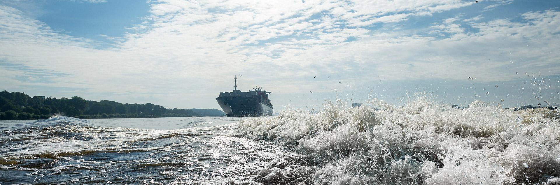 Hamburg Containerschiff Wasser Welle